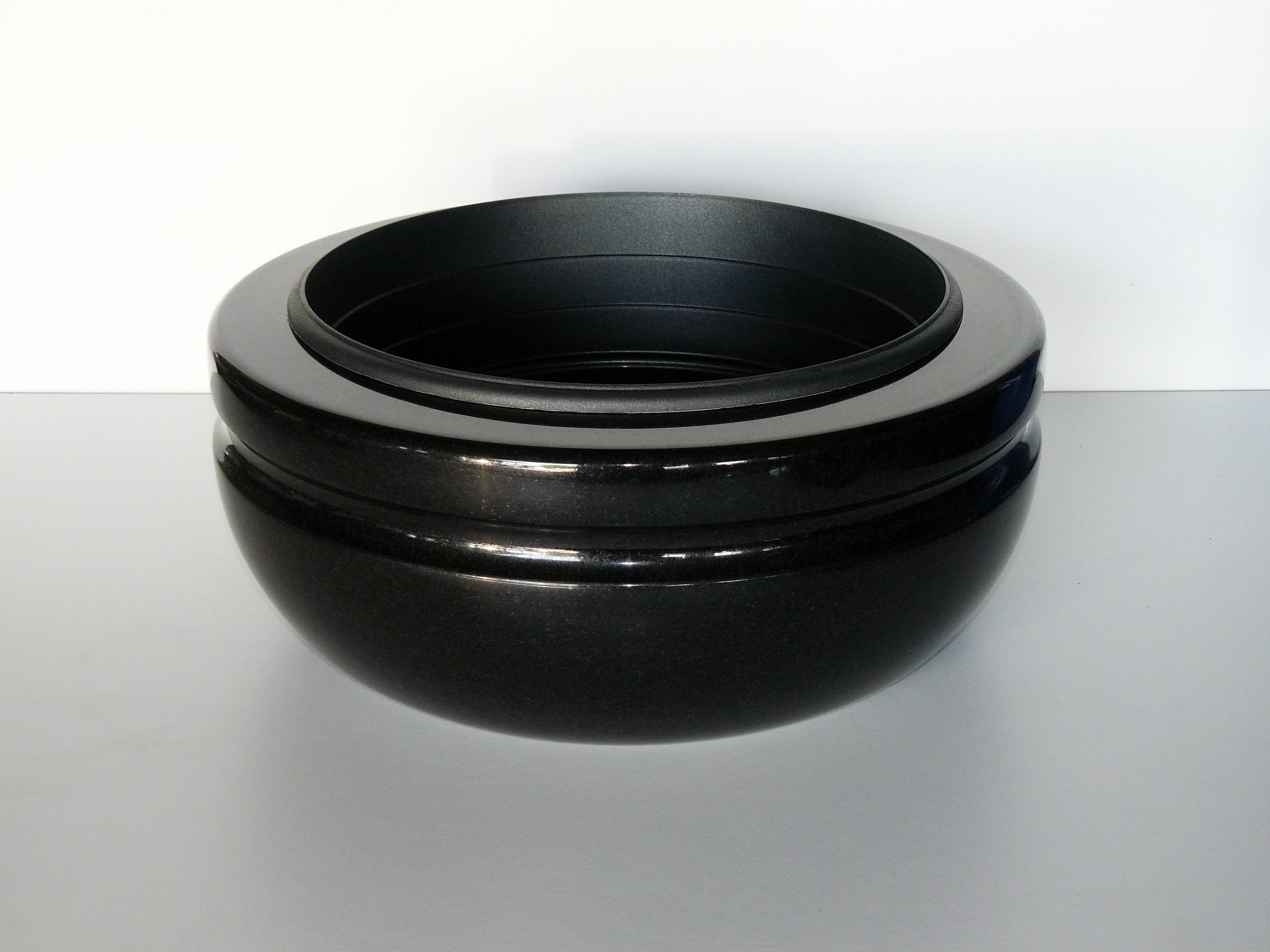 černá mísa