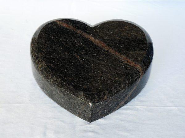 srce kámen žula