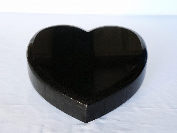 Kamenné srdce černá žula