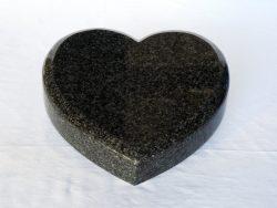srdce lesklá žula