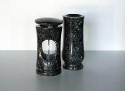 Kamenná váza a lampa